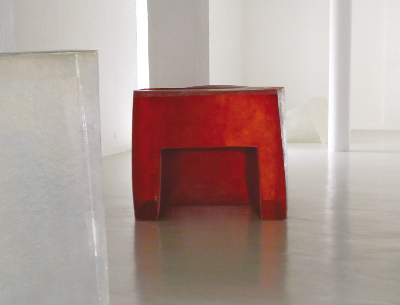 In defense.  2013  Polyester resin and fiberglass. Dimensions: 106 x 125 x 103 cm