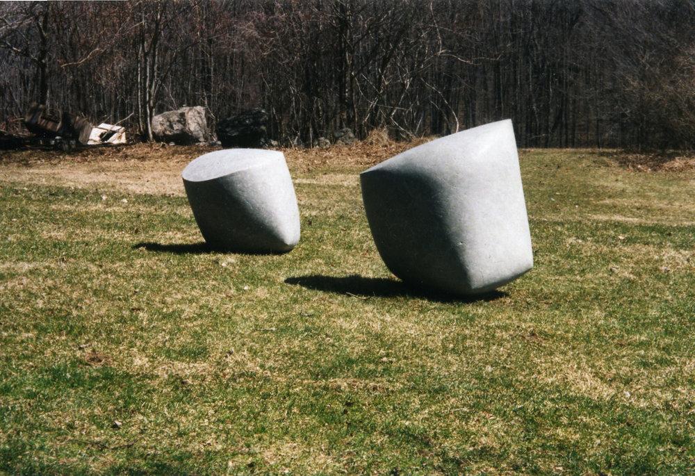 Cement . 1998. Deux éléments. Dimensions: 90 x 100 x 70 cm & 70 x 70 x 80 cm