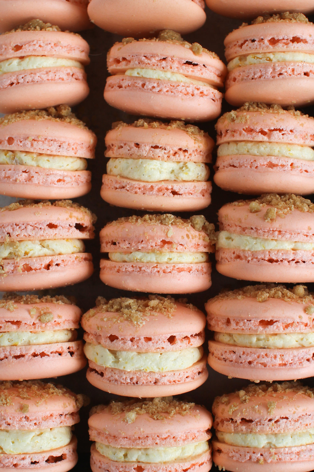 Roasted Peach Streusel Macarons - classic vanilla shell with roasted peach german buttercream and brown butter spiced streusel by Fox and Crane - foxandcrane.com