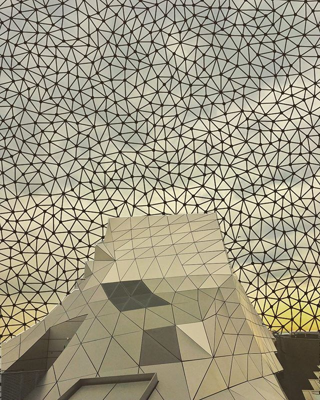 Collage of the roof at the Confluences Museum in Lyon, skyline overlaid with some Delaunay triangulation. . . #delaunay#delaunaytriangulation#delaunaytriangles#confluencesmuseum#dvc#dvcultural#digitalvisual#confluences#vision#models#modelling#gis#machine vision
