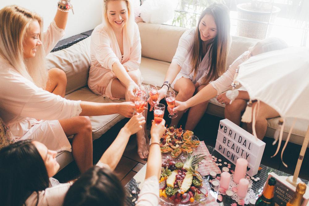 bridal parties - Schluss mit peinlichen Hängebauchladen und Glitzerscharpe! Wer einen entspannten, lustigen und spritzigen Junggesellinnen Abschied mit den Mädels feiern möchte ist bei uns genau richtig.