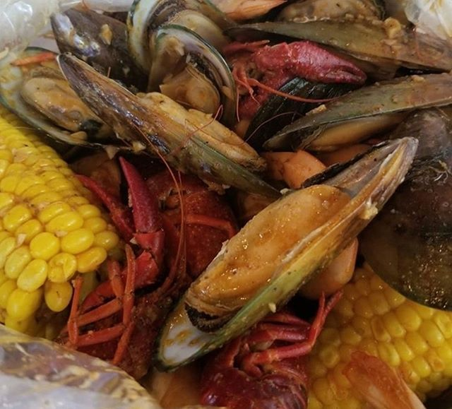 We LOVE #SHELLFISH!! How about you??? Thanks for the photo, @blasto617