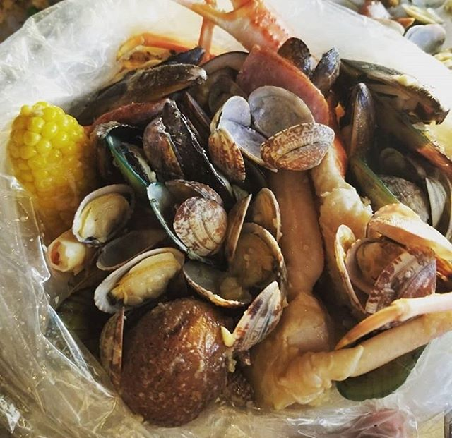 A proper #Cajun boil! Is anyone else drooling yet?? Thanks for the photo, @blasto617