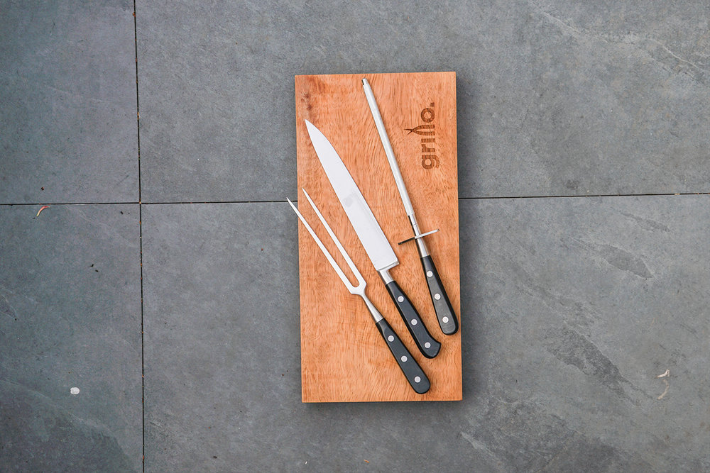 Grillo carving set and hardwood carving board