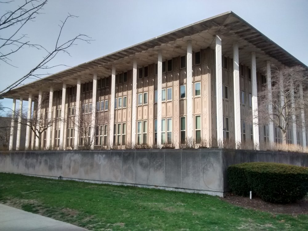 New_Graduate_Residence_Hall_at_UChicago_Mr. Granger_Public Domain.jpg