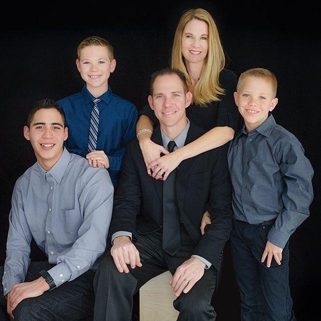 Gorgeous Family Portrait. . . . #portrait #familyportrait #classicportrait #studioportrait #daniellesimone #ranchocucamonga #photography #photographer #california #southerncalifornia #sony #teenguy #teenportrait #teens #family