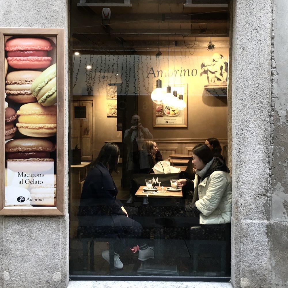 AMORINO Progettazione e fornitura illuminazione della catena di gelato italiano più diffusa nel mondo progetto Marcello Colli.