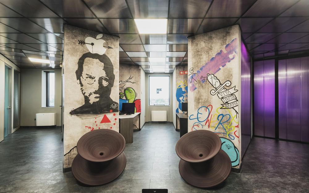 ARSCOLOR INTERACTIVE Progettazione di interni e illuminazione della nuova sede con Maurizio Di Mauro architetto Marcello Colli.