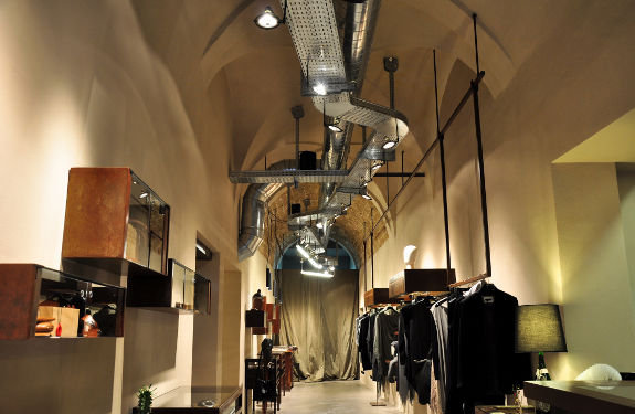 - INTERNO B Progetto di interni BAU associati progetto luci Marcello Colli
