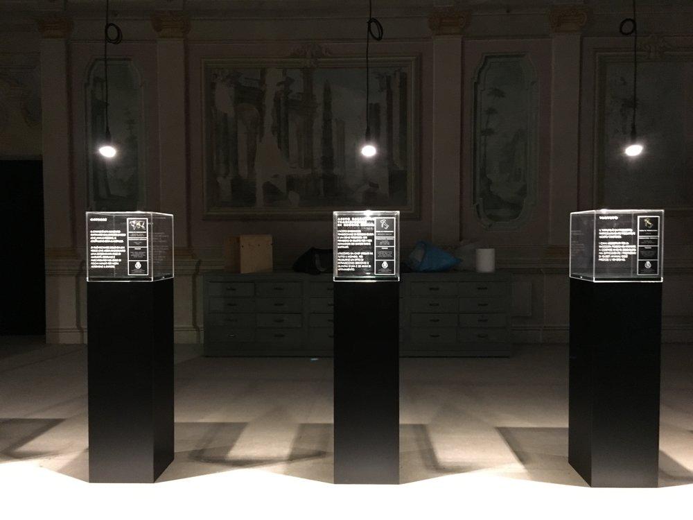 - ESPOSIZIONE PER ACETO BALSAMICO TRADIZIONALE di REGGIO E EMILIA Progetto grafico Paolo Tegoni progetto allestimento e luci Marcello Colli