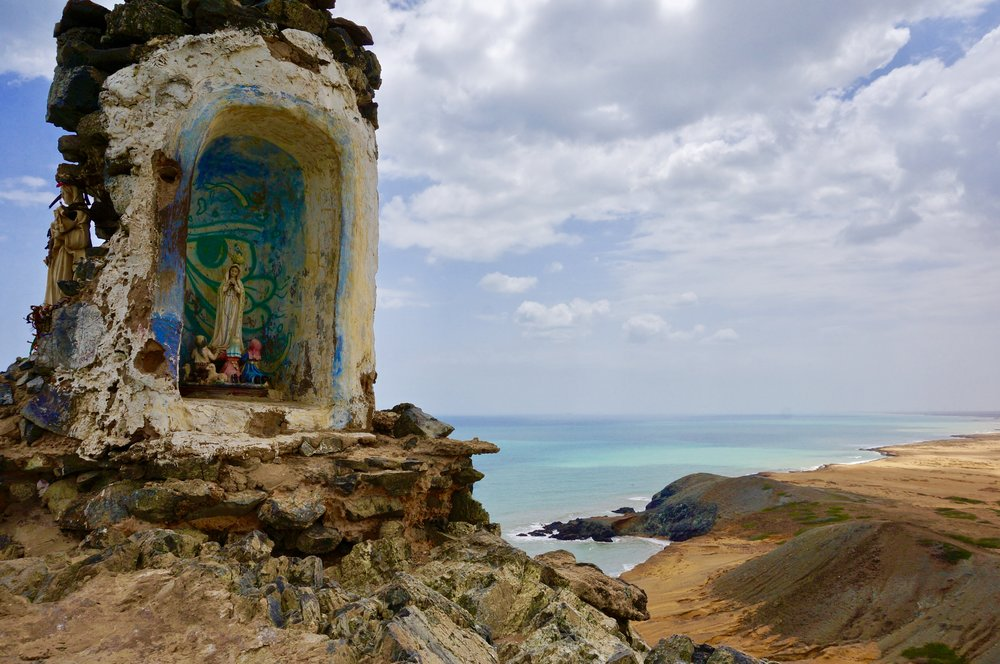Grotto at the Pilón de Azúcar. (La Guajira).