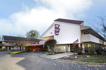 red_roof_inn_west_springfield_massachusetts-main.jpg