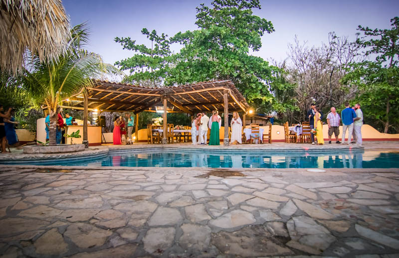 Mango-Rosa-Nicaragua-people-hanging-out.jpg
