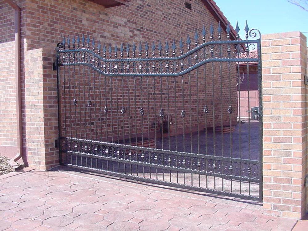 Lout  Drive Gate003.JPG