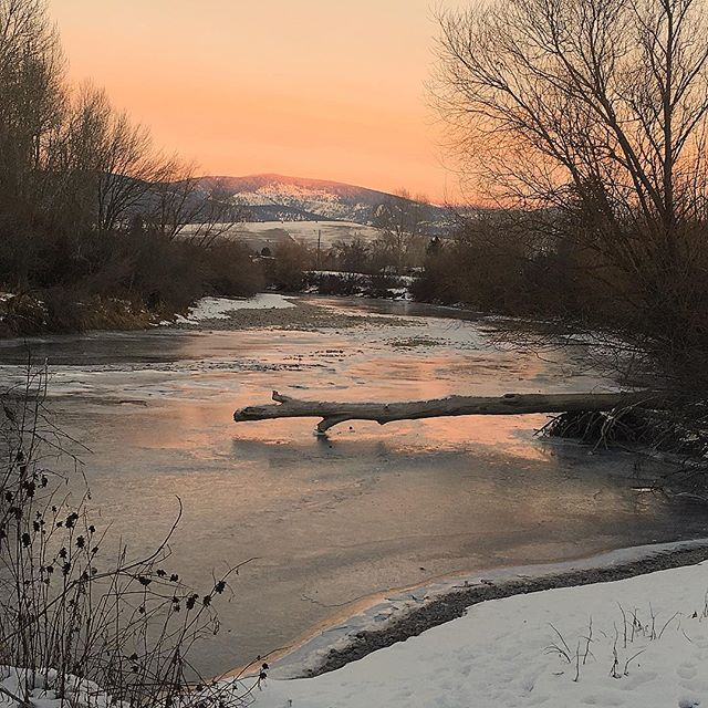 Beautiful frozen river sunset yesterday 😍#latergram #missoula #sunset #selfcare #musclememorymissoula