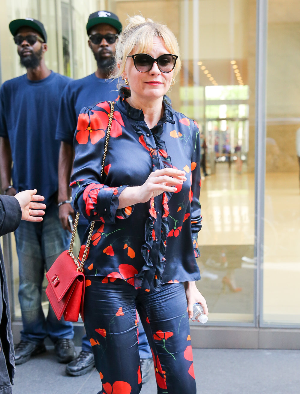 51649616_kirsten-dunst-steps-out-in-a-stylish-red-and-black-satin-outfit-in-new-york-ci.jpg