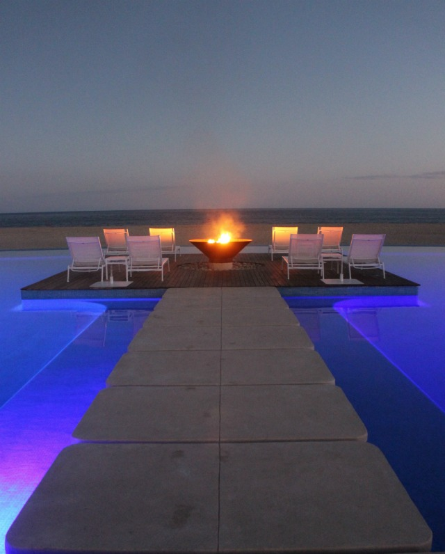 The island in the pool and firebowl at Grand Mayan in Los Cabos