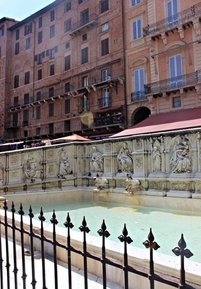 Piazza water 700.jpg