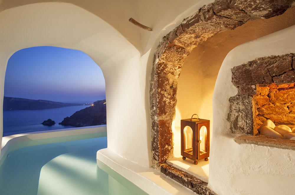 romance-2018-canaves-oia-suites.jpg