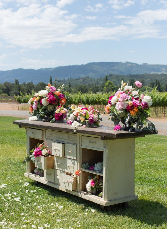 wine-country-wedding-stylemindchiclife-theknot-Jasminestar-and the flowers in the vineyars