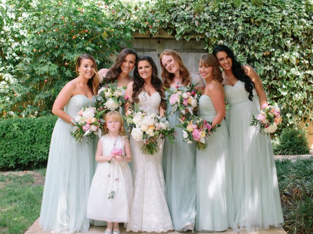wine-country-wedding-stylemindchiclife-jasminestar-theknot-The bridesmaids dressed in mint