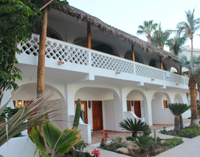 Hotel and suites at Cabo Surf Hotel