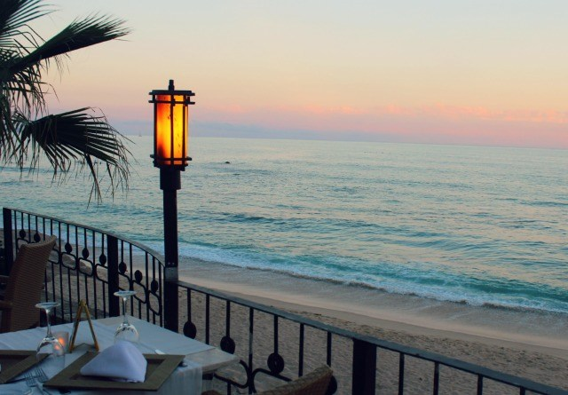 Stylemindchic Lifestyle and Heather Orr Lindstrom at 7 Seas Seafood Grille at the table overlooking the beach in Los Cabos. Surf's Up!