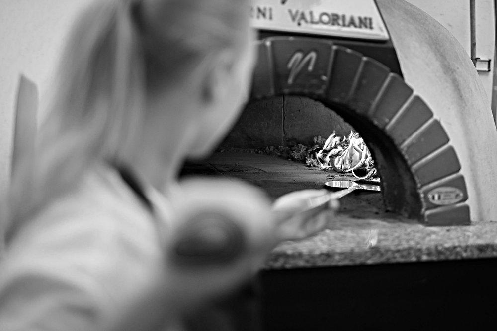 —Pizza — - Klassisk Italiensk Pizza fra original vedfyrt steinovn