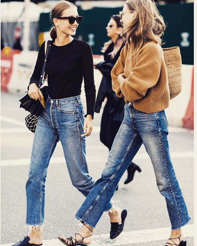 gearing up for fall? denim + a neutral top is one of my fave classic pairings 📷: @editorialistmagazine . . . . #personalstyling #lystyles #fallfashion #sweaterweather #widelegdenim