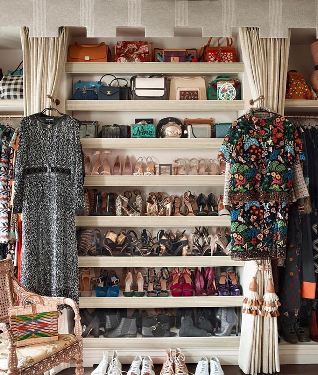 Out with the OLD, to make space for the NEW.  It's easy to let unworn clothes sit in the back of your closet, but why not donate or sell them? I can help! Check out https://www.lystyles.com/services for more information on my closet consultation services. ➡️ #tbt to the closet clean out of one of my favorite clients @motheruntitled xx LY 📷: @sisterparishdesign . . . . . #lystyles #closetcleanout #closetorganization #outwiththeold #personalstylist #fashion