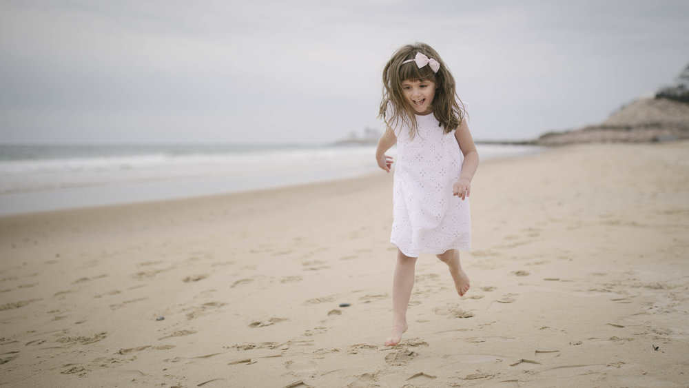 Traditional family children beach photos. Mind On Photography.