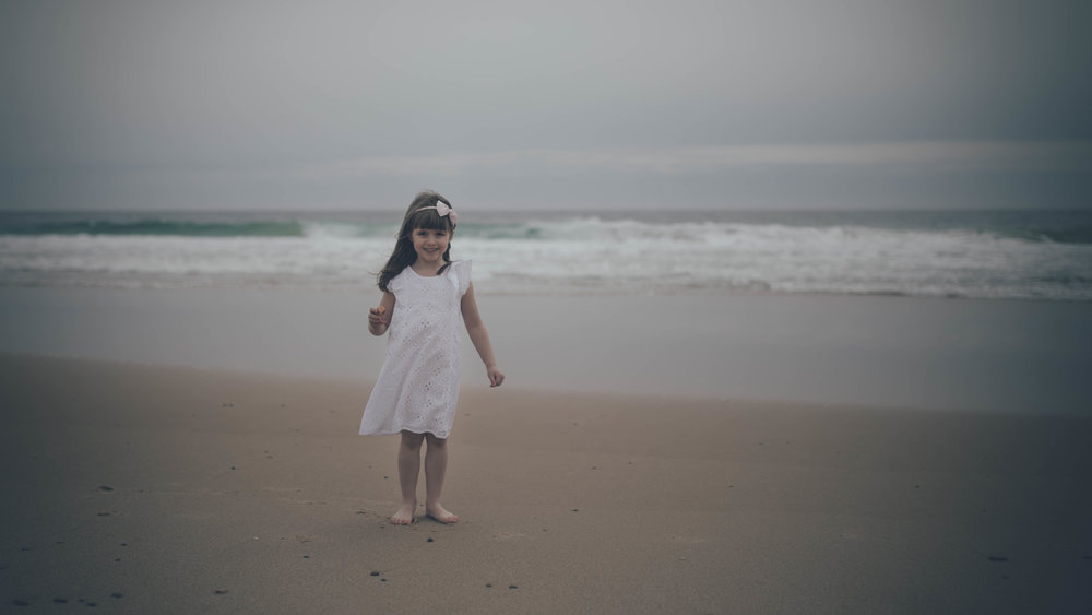 a_girl_at_the_beach_photography