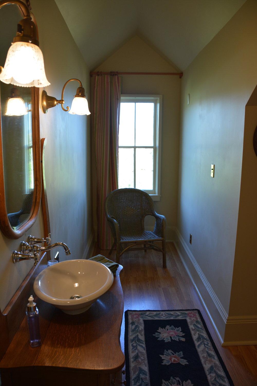 Mrs Ellings bathroom.JPG