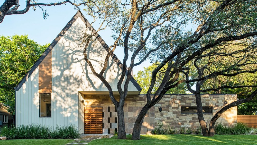 Gable Wall Conceals Double Height Atrium in Austin Home - De Zeen