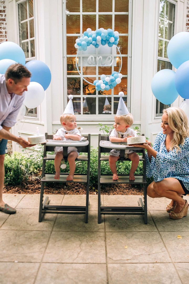 vroom_vroom_balloon_wreath_blue_one_first_birthday.JPG
