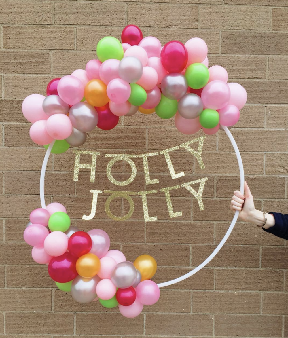 vroom_vroom_balloon_wreath_holly_jolly.png