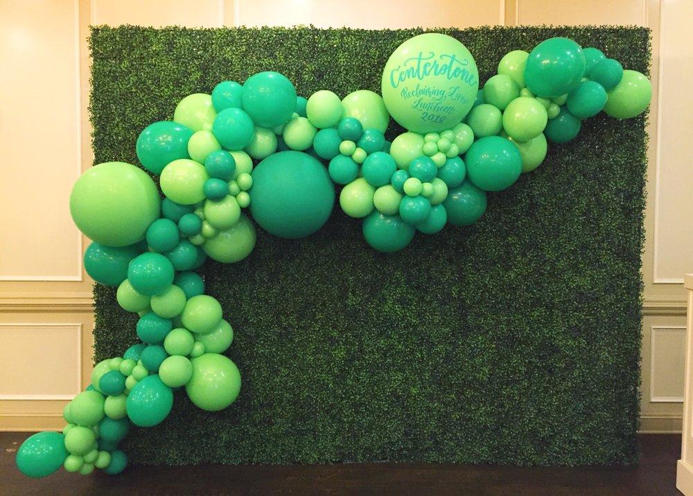 vroom_vroom_balloon_organic_balloon_garlan_installation_centerstone_belle_meade.JPG