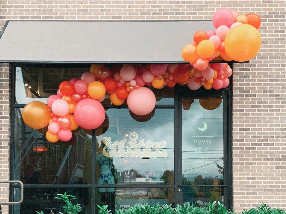vroom_vroom_balloon_organic_balloon_garlan_installation_nashville_solstice_intimates.jpg