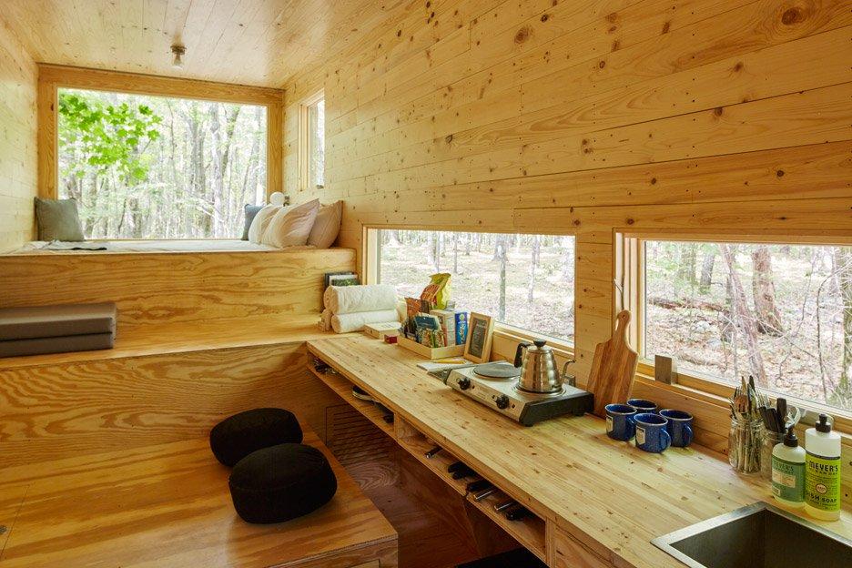 getaway-cabin-maisie-photo-roderick-aichinger_dezeen_936_1.jpg