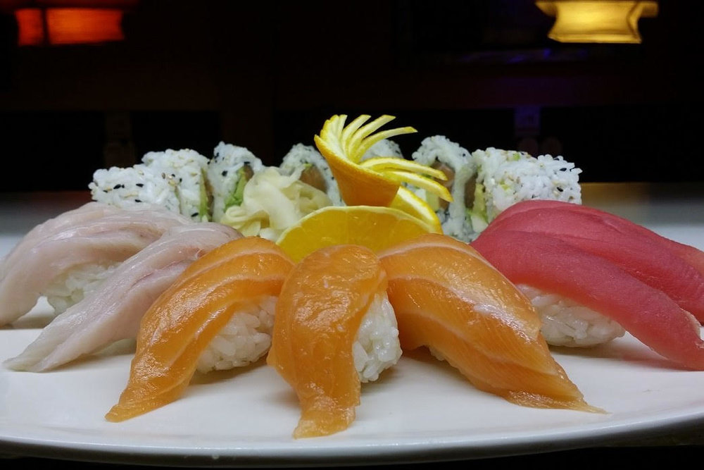 Sushi Combo (Lunch) - 6 pcs of Nigiri with choice of California, J.B, Spicy Krab or Spicy Tuna roll