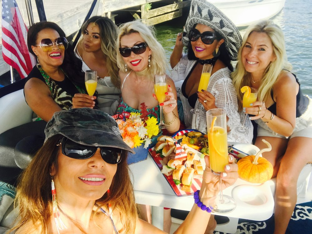 Savvy_Sexy_socia_womens_Networking_club_Keula_Binelly_Boating_life_washington-dc