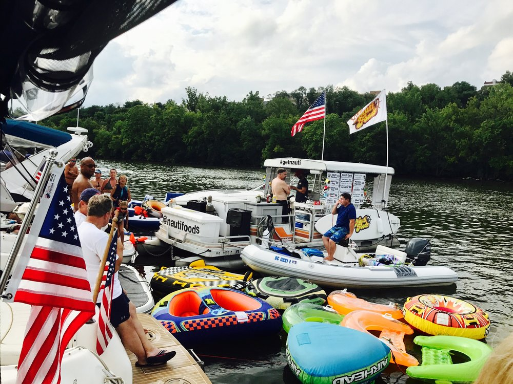 Savvy_Sexy_socia_womens_Networking_club_Keula_Binelly_Boating_life_washington-dc_waterfront
