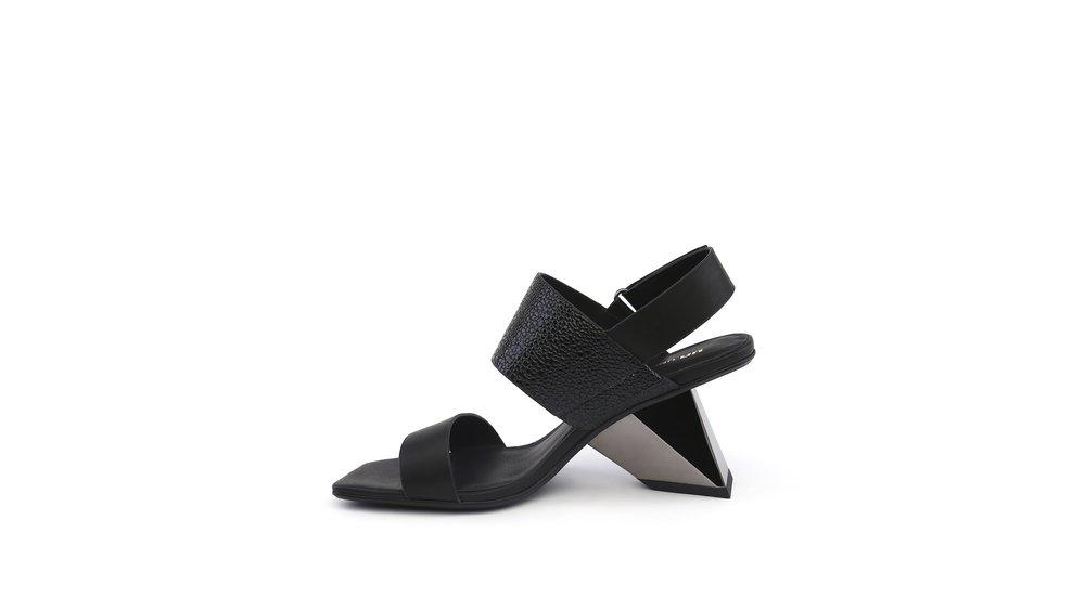 rockit-sandal-black-in.jpg