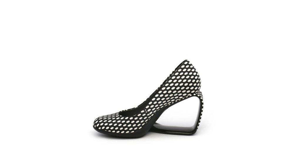 step-mobius-pump-black-white-mix-in.jpg