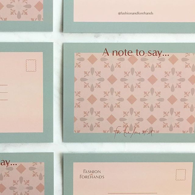 It's always fun getting design collateral in the mail 💌 these cutie little post cards for Fashion and Forehands are going to be a memorable way for my client to promote her blog in a non-traditional way, and to send thank you notes to her brand partners!