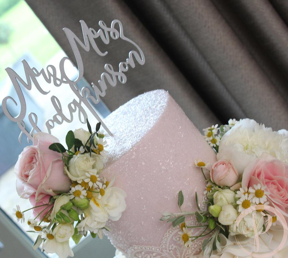 sparkle blush fresh flower wedding cake.jpg