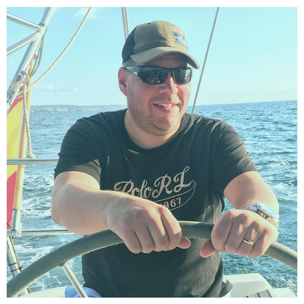 Jussi Suvanto    Jussi on Nelonen Media radioiden johtaja, fiilisjohtaja. Audion ilosanoman levittäjä ja suurkuluttaja.