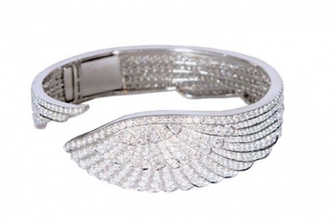 Garrard-Wings-White-Gold-Pave-White-Diamond-Bangle-650x441.jpg