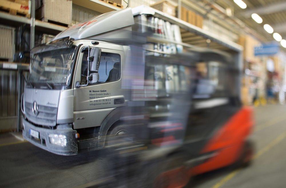 Dienstleistungen Logistik.jpg