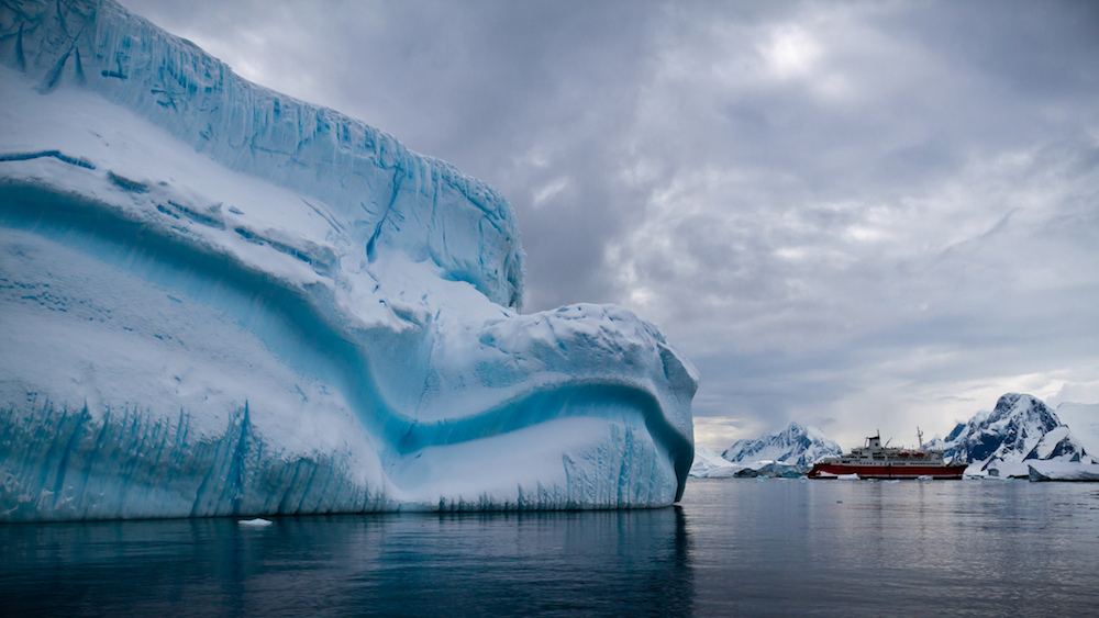 M/S Expedition and an iceberg. Image:  Ravas51 (flickr.com)